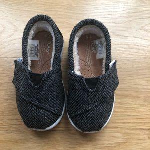 Toddler Size 5 Wool herringbone pattern.